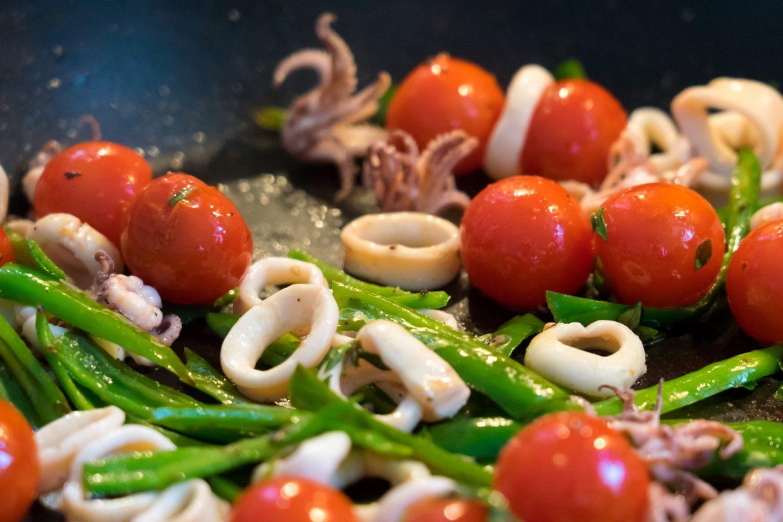 Vorspeise Calamaretti Tintenfisch Sellerie Tomate Algenchip Rezept Rezeptidee Foodblog Sternestulle