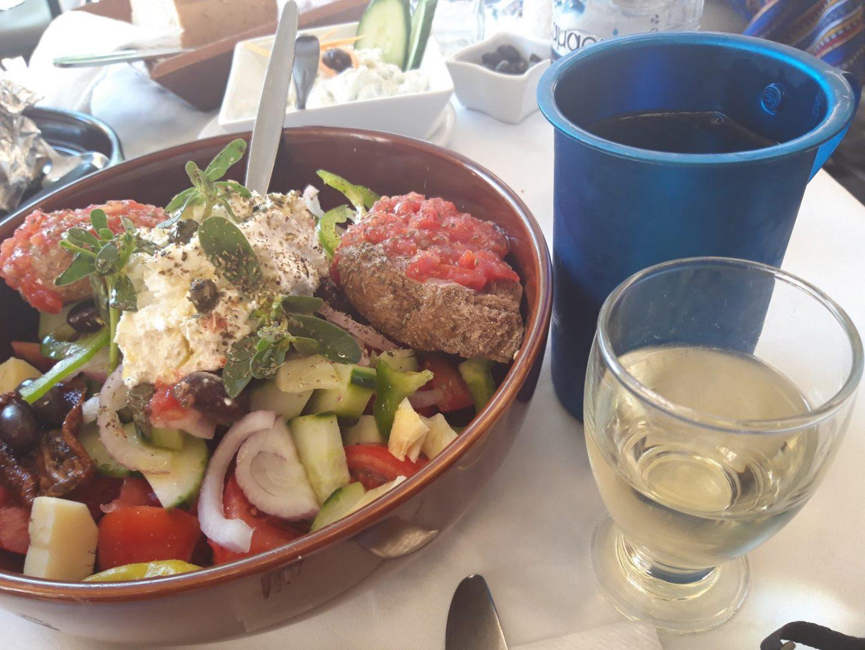 Erfahrung Bewertung Kritik Taverne Moutoupaki Chania Kreta authentischer Salat Foodblog Sternestulle
