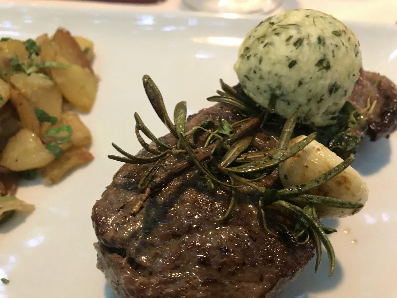 Erfahrung Bewertung Kritik Zur Traube Unkel Rumpsteak Bratkartoffeln Kräuterbutter Foodblog Sternestulle