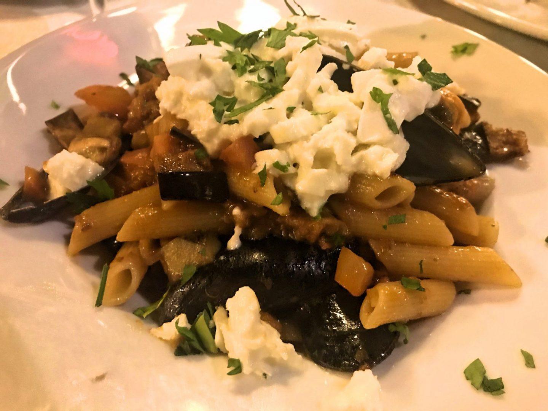 Erfahrung Bewertung Kritik Hotel Brenzone Penne mit frischen Tomaten, Aubergine und Büffelmozzarella Foodblog Sternestulle