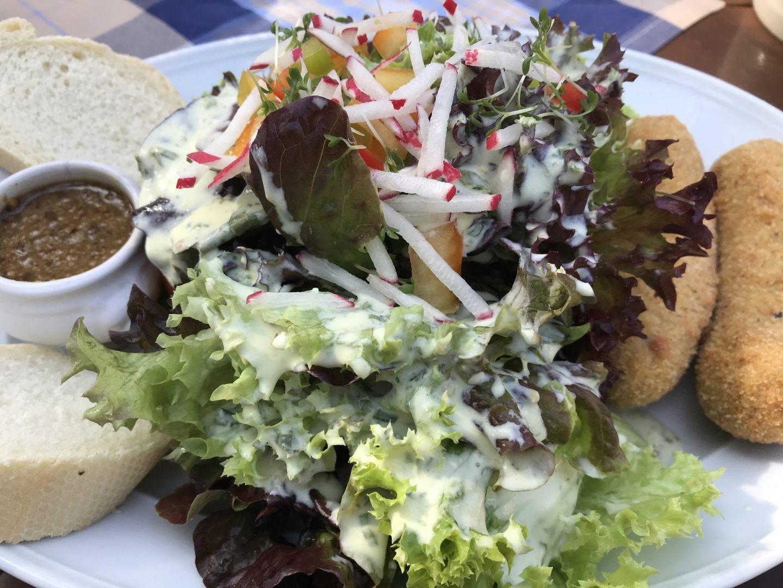 Erfahrung Bewertung Kritik Wirtshaus am See Kahl Salat mit gebackenem Weißwürsten Foodblog Sternestulle