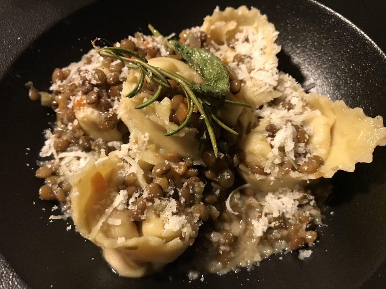 Rezept Rezeptidee Cotechino Cappellacci con Lenticchie Gennaro Contaldo Kitchen Impossible Foodblog Sternestulle