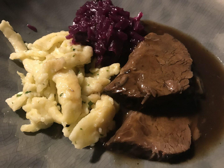 Erfahrung Bewertung Kritik Müllers at Home Genussbox Weihnachtsmenü Rinderbraten Spätzle Rotkohl Foodblog Sternestulle