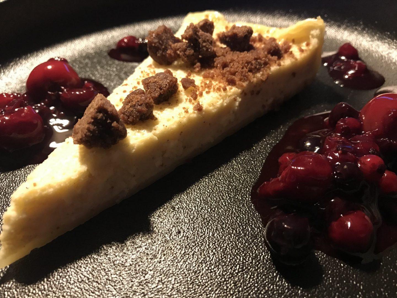 Erfahrung Bewertung Kritik Rotisserie du Sommelier Essen Rüttenscheid Dessert Käsekuchen Beerenragout Foodblog Sternstulle