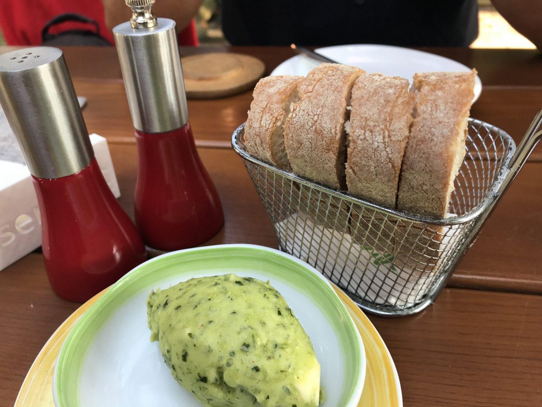 Erfahrung Bewertung Kritik Ollis Restaurant Herne Brot Petersilienbutter Foodblog Sternestulle